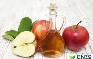 apple-cider-vinegar-and-apples-on-table